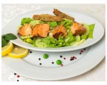 Зелёный салат с лососем татаки