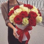 Тубус из 25 роз