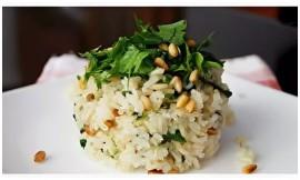 Рис отварной с кедровыми орешками и овощами