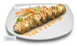 Ролл темпура с тигровой креветкой и соусом спайси